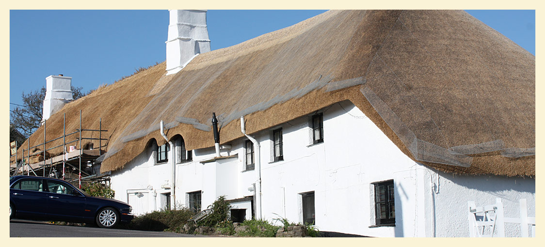 New thatched roof at the Cott Inn Dartington
